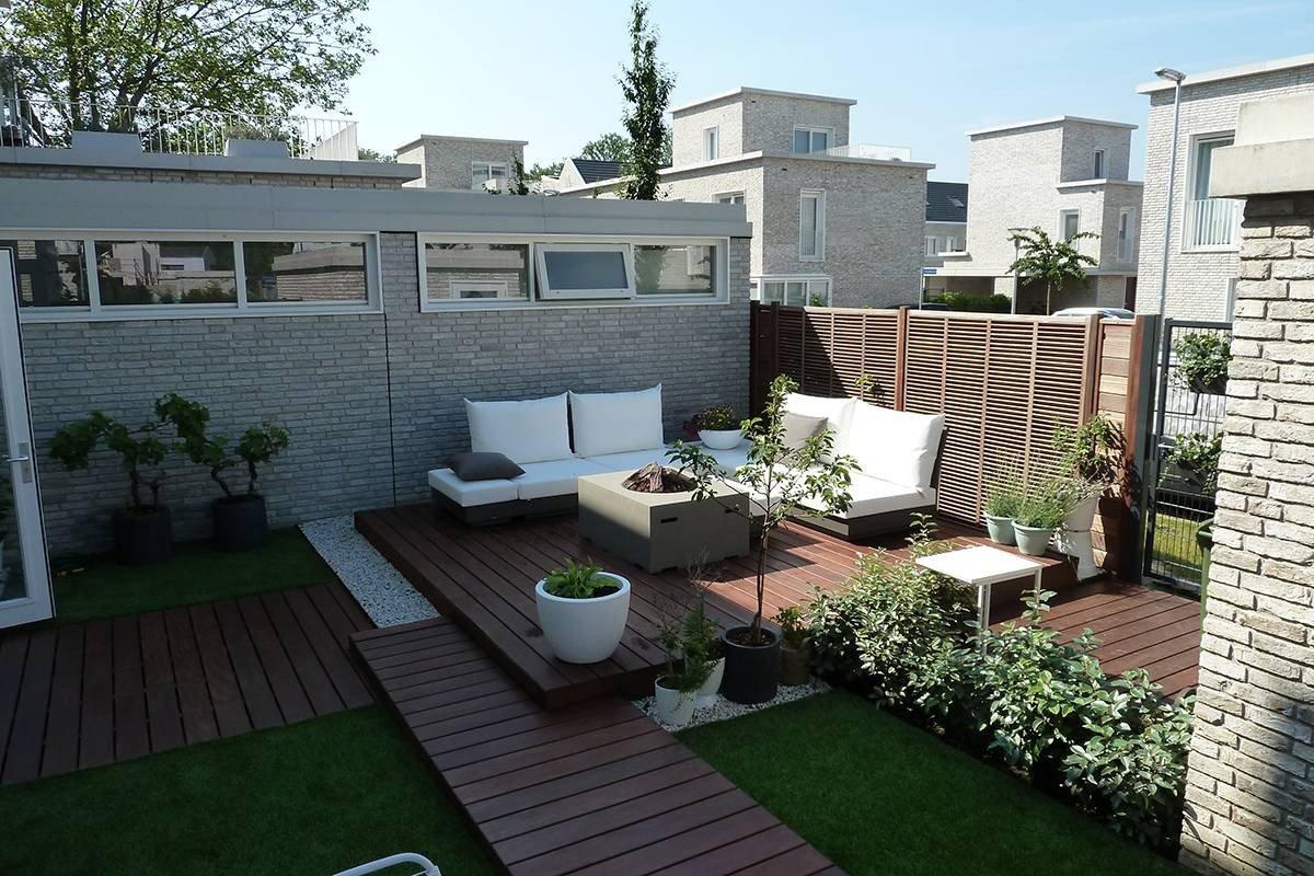 Kleine moderne loungetuin eindhoven hoveniersbedrijf d n